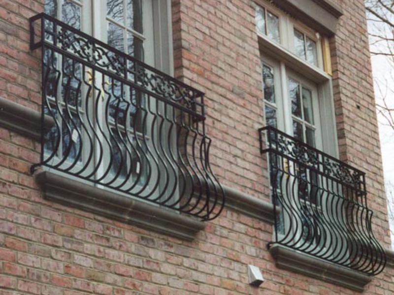 Французские балконы: что это, особенности и типы конструкций.