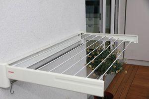 Описание качеств видов сушилок для одежды и белья на балконе
