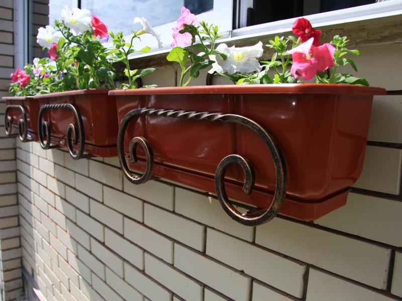 Купить держатели для цветов на балкон