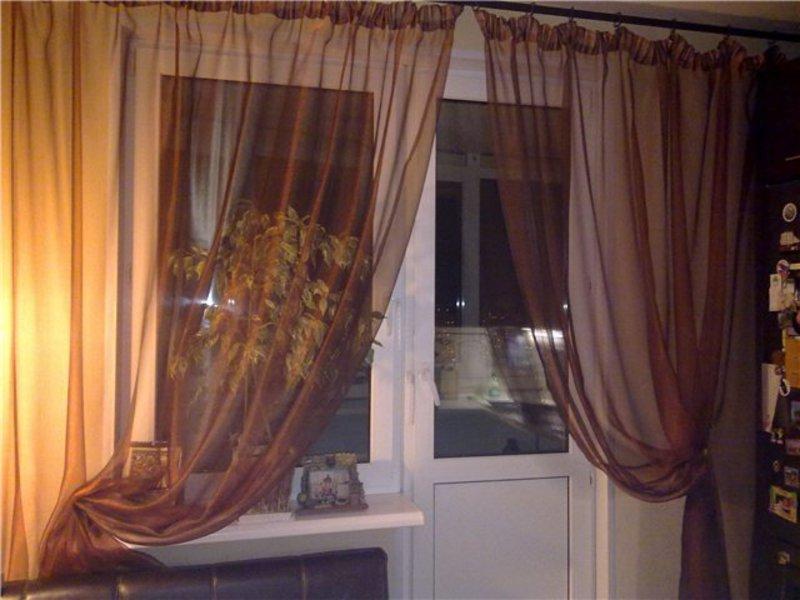 Дизайнерские идеи оформление окна с балконом.