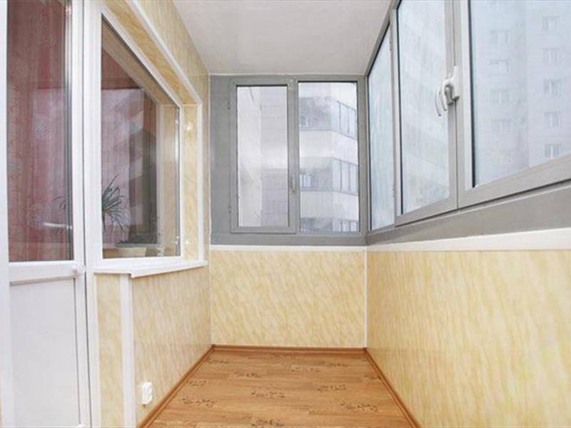 Сделав внутреннюю отделку балкона своими руками, можно расши.