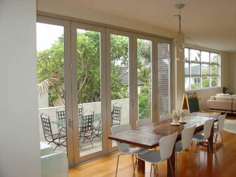 Алюминиевый профиль для остекления лоджий и балконов: преиму.