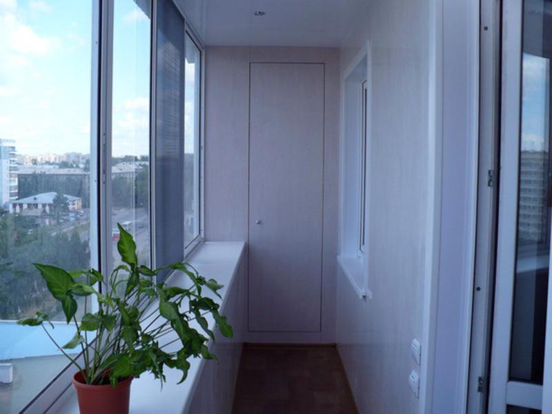 Выбор недорогого встроенного шкафа на балкон, фото готовы....