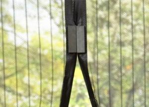 Нюансы изготовления своими руками противомоскитной сетки на двери