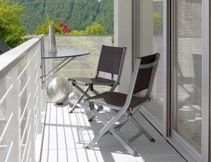Какую мебель поставить на маленьком балконе