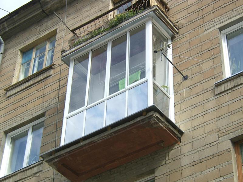 Остекление балконов: фото, характеристика и положительные ка.