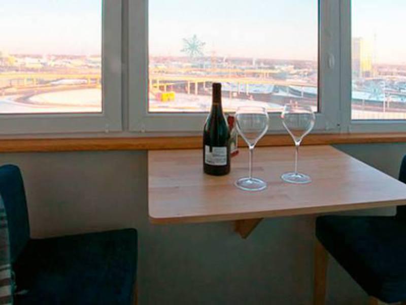 Откидной столик на балкон своими руками - просто и удобно.