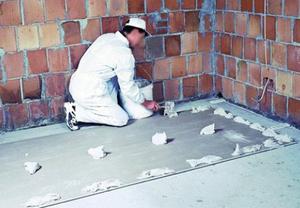 Ako upevniť sadrokartónu na stenu bez profilu so skrutkami