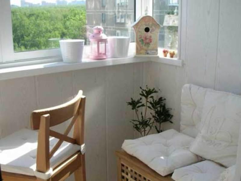 Интерьер маленького балкона своими руками: основные правила .