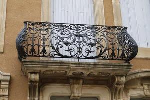 Что такое французский балкон: истоки, где применяется, главные особенности и советы по их заказу. Фото красивых французских балконов.