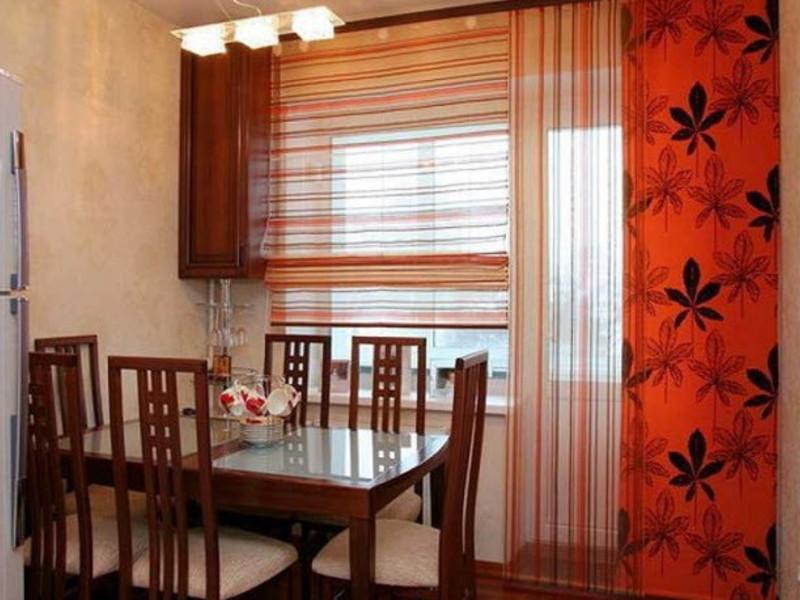 Дизайн штор для кухни с дверью