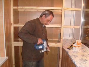 Как выбрать габариты шкафа на балконе