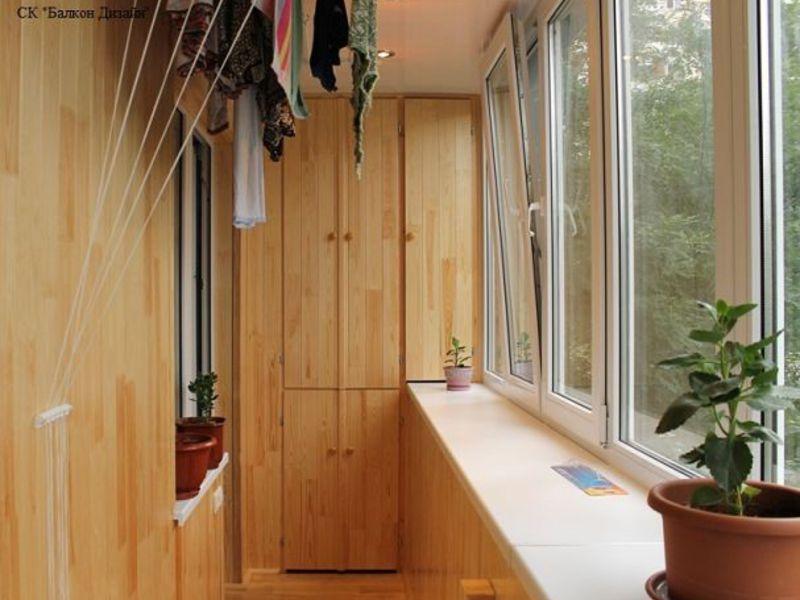 Фото ремонта балкона со шкафом..
